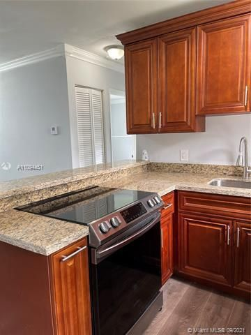 Sunrise Heights for Sale - 901 NW 33rd Dr, Lauderhill 33311, photo 7 of 24