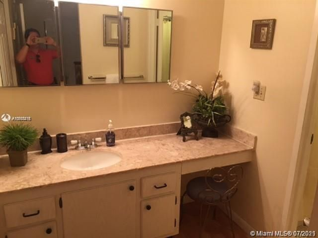 Sea Air Towers for Sale - 3725 S Ocean Dr, Unit 917, Hollywood 33019, photo 10 of 33