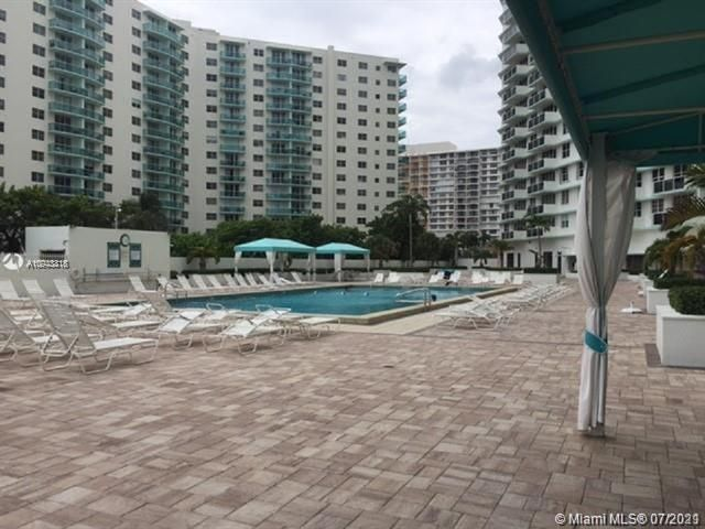 Sea Air Towers for Sale - 3725 S Ocean Dr, Unit 917, Hollywood 33019, photo 14 of 33