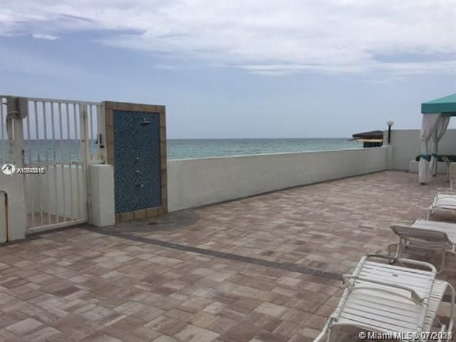 Sea Air Towers for Sale - 3725 S Ocean Dr, Unit 917, Hollywood 33019, photo 15 of 33