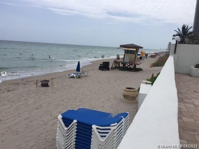 Sea Air Towers for Sale - 3725 S Ocean Dr, Unit 917, Hollywood 33019, photo 16 of 33