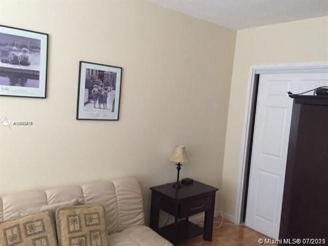 Sea Air Towers for Sale - 3725 S Ocean Dr, Unit 917, Hollywood 33019, photo 4 of 33
