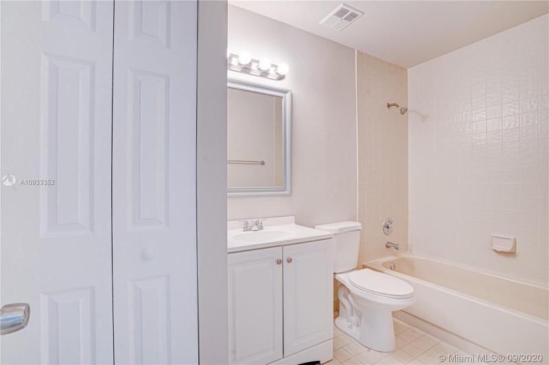 Costan Villas for Sale - 21204 Harbor Way, Unit 125-12, Aventura 33180, photo 16 of 25