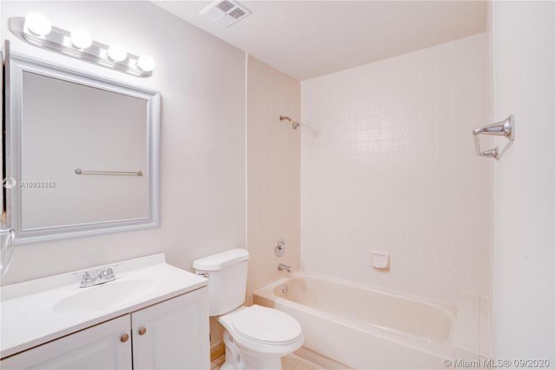 Costan Villas for Sale - 21204 Harbor Way, Unit 125-12, Aventura 33180, photo 17 of 25
