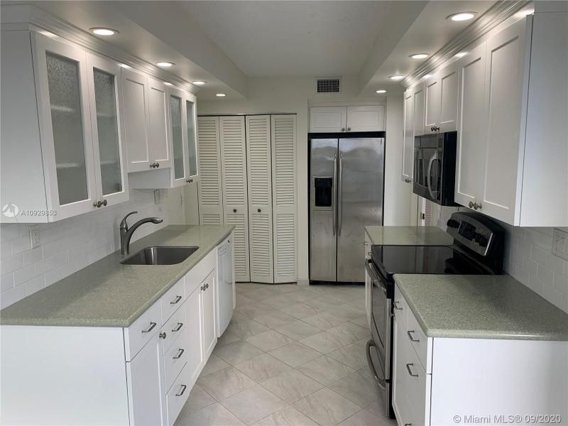 Oxford Towers for Sale - 1501 S Ocean Dr, Unit 1204, Hollywood 33019, photo 16 of 32