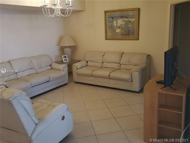 Sands Pointe for Sale - 16711 Collins Ave, Unit 2206, Sunny Isles 33160, photo 7 of 9