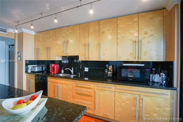 Crystal Tower for Sale - 322 Buchanan St, Unit 508, Hollywood 33019, photo 5 of 41