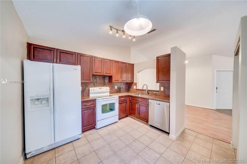 Silver Lakes At Pembroke for Sale - 17312 NW 6th Ct, Pembroke Pines 33029, photo 13 of 41