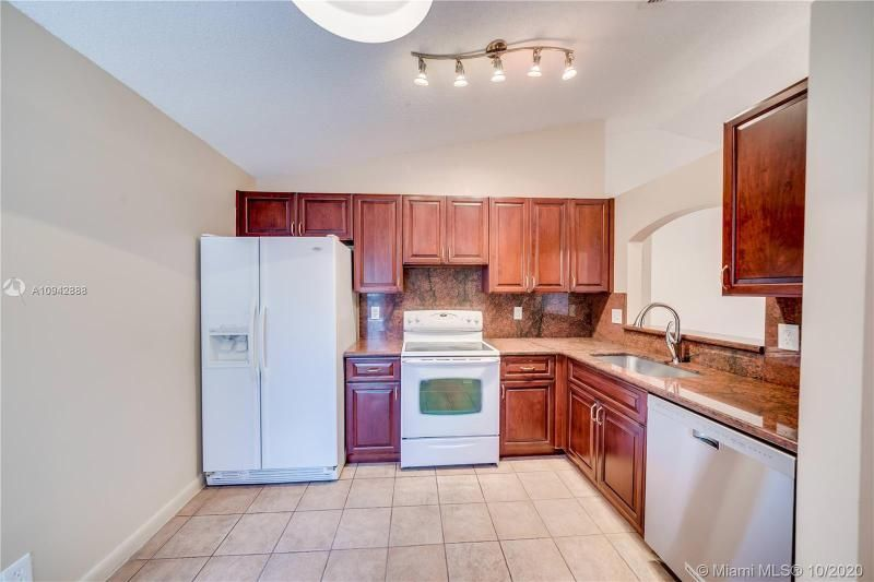 Silver Lakes At Pembroke for Sale - 17312 NW 6th Ct, Pembroke Pines 33029, photo 17 of 41