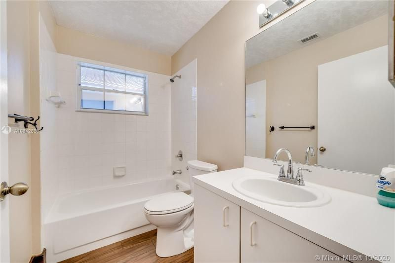 Silver Lakes At Pembroke for Sale - 17312 NW 6th Ct, Pembroke Pines 33029, photo 20 of 41