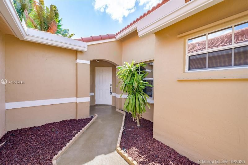 Silver Lakes At Pembroke for Sale - 17312 NW 6th Ct, Pembroke Pines 33029, photo 4 of 41