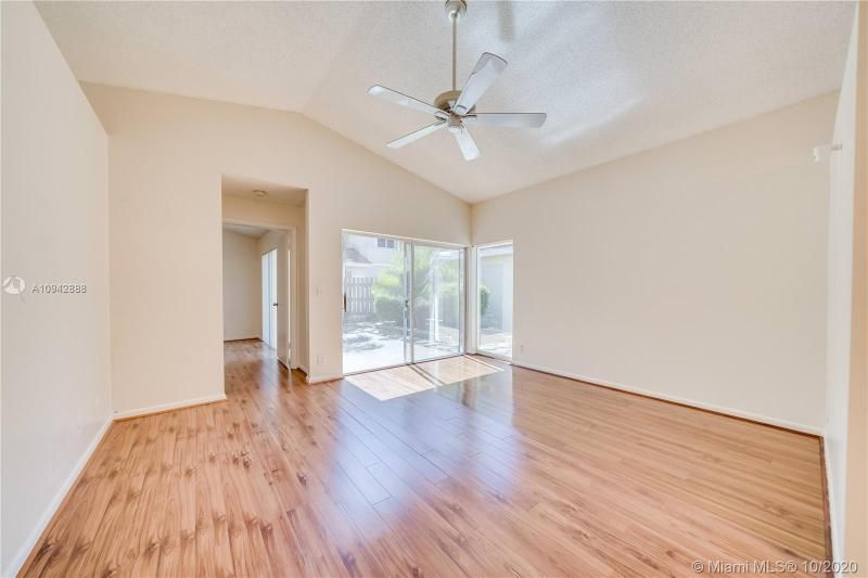 Silver Lakes At Pembroke for Sale - 17312 NW 6th Ct, Pembroke Pines 33029, photo 9 of 41