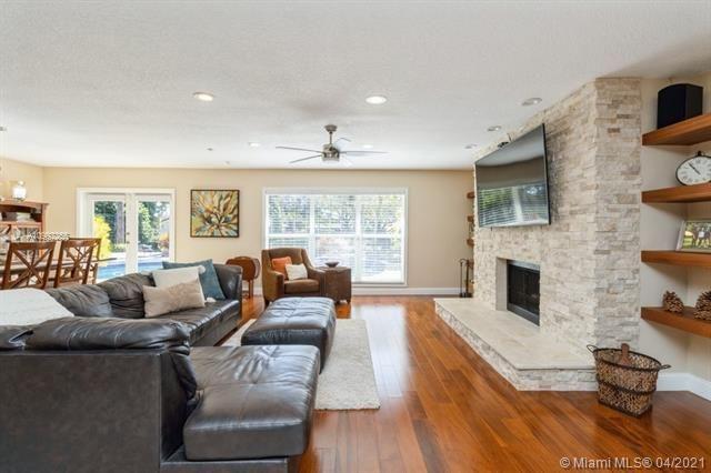 Ivanhoe Estates for Sale - 15110 N Saxon Cir, Southwest Ranches 33331, photo 2 of 36