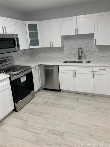 Oxford Towers for Sale - Hollywood, FL 33019, photo 1 of 18