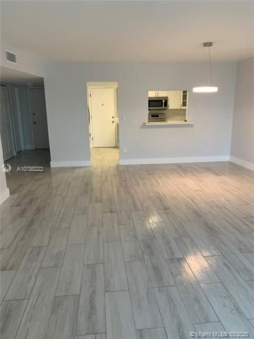 Oxford Towers for Sale - Hollywood, FL 33019, photo 15 of 18