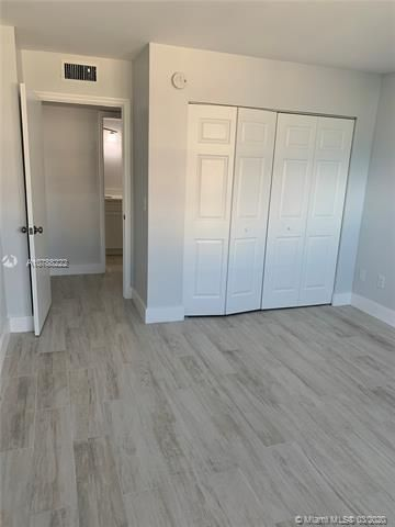 Oxford Towers for Sale - Hollywood, FL 33019, photo 4 of 18