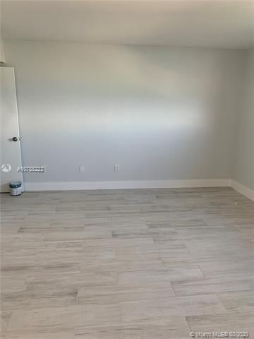 Oxford Towers for Sale - Hollywood, FL 33019, photo 5 of 18