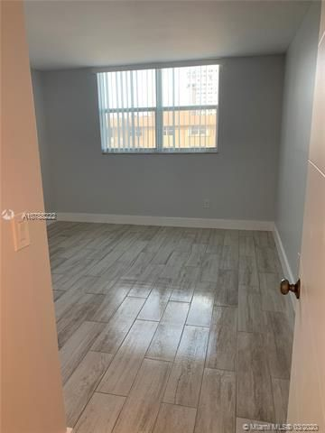 Oxford Towers for Sale - Hollywood, FL 33019, photo 8 of 18