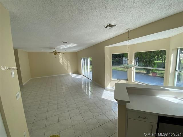 Winston Park Sec 2-a for Sale - 5534 NW 41st Ter, Coconut Creek 33073, photo 10 of 22