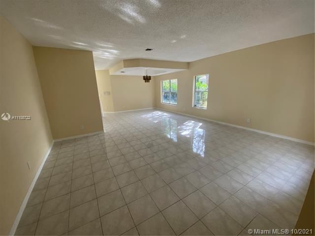 Winston Park Sec 2-a for Sale - 5534 NW 41st Ter, Coconut Creek 33073, photo 4 of 22