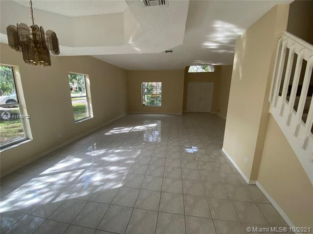 Winston Park Sec 2-a for Sale - 5534 NW 41st Ter, Coconut Creek 33073, photo 5 of 22