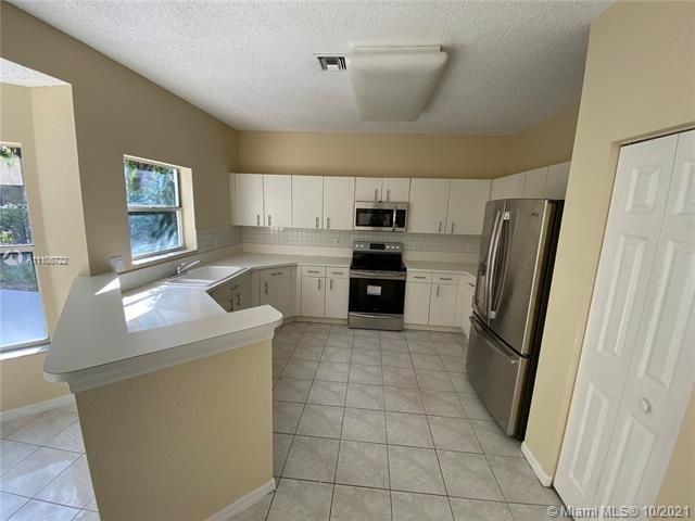 Winston Park Sec 2-a for Sale - 5534 NW 41st Ter, Coconut Creek 33073, photo 6 of 22