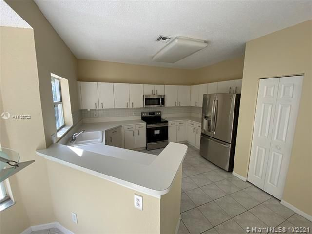 Winston Park Sec 2-a for Sale - 5534 NW 41st Ter, Coconut Creek 33073, photo 7 of 22