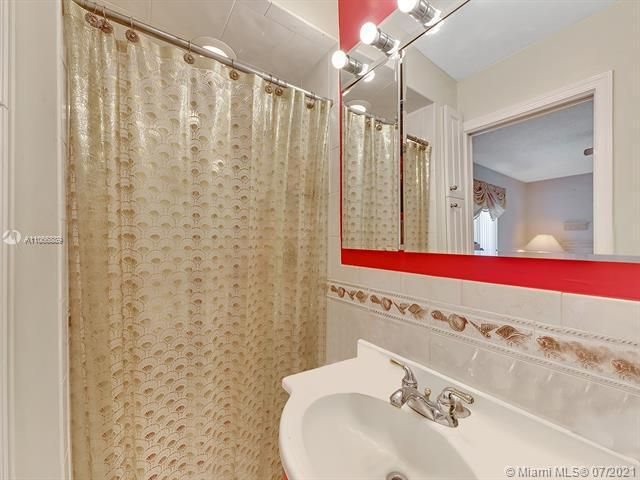 Paradise Gardens Sec 2 for Sale - 1470 NW 67th Ter, Margate 33063, photo 13 of 32