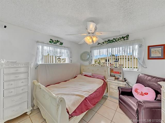 Paradise Gardens Sec 2 for Sale - 1470 NW 67th Ter, Margate 33063, photo 14 of 32