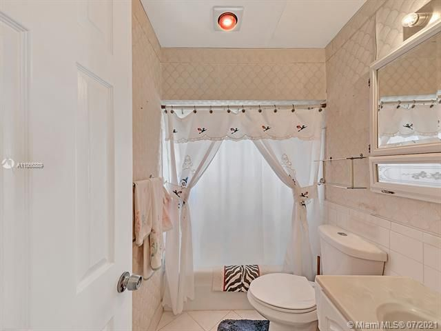 Paradise Gardens Sec 2 for Sale - 1470 NW 67th Ter, Margate 33063, photo 15 of 32