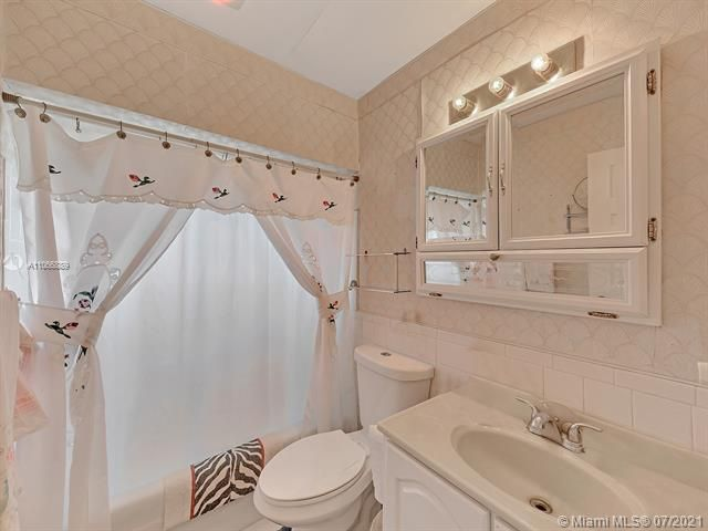 Paradise Gardens Sec 2 for Sale - 1470 NW 67th Ter, Margate 33063, photo 16 of 32