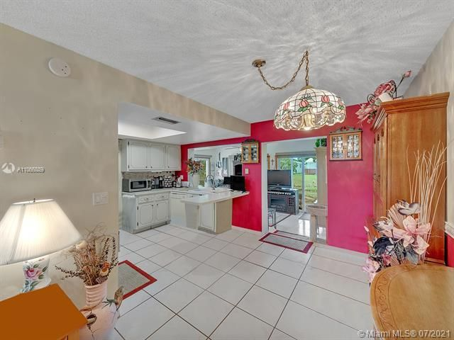 Paradise Gardens Sec 2 for Sale - 1470 NW 67th Ter, Margate 33063, photo 6 of 32
