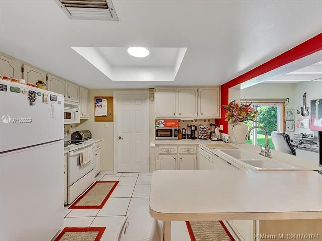 Paradise Gardens Sec 2 for Sale - 1470 NW 67th Ter, Margate 33063, photo 7 of 32