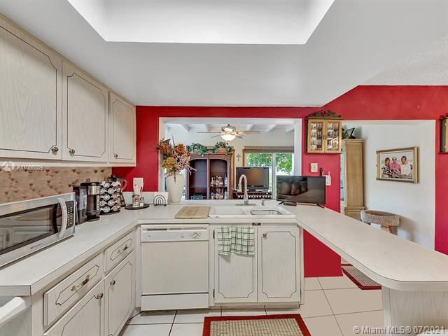 Paradise Gardens Sec 2 for Sale - 1470 NW 67th Ter, Margate 33063, photo 8 of 32