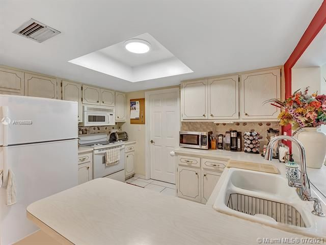 Paradise Gardens Sec 2 for Sale - 1470 NW 67th Ter, Margate 33063, photo 9 of 32