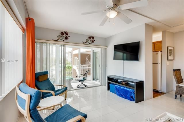 Penthouse South for Sale - 745 SE 19th Ave, Unit 228, Deerfield Beach 33441, photo 3 of 23