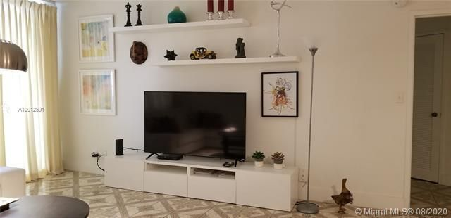 Sea Air Towers for Sale - 3725 S Ocean Dr, Unit 415, Hollywood 33019, photo 5 of 14