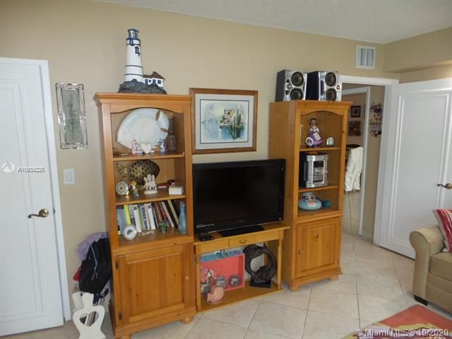 Sea Air Towers for Sale - 3725 S Ocean Dr, Unit 1116, Hollywood 33019, photo 16 of 46
