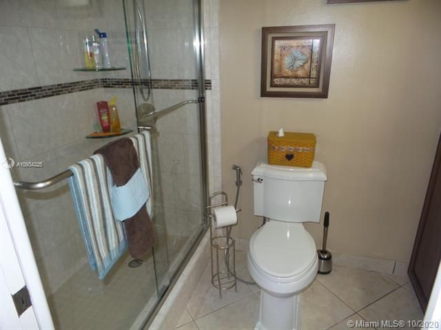 Sea Air Towers for Sale - 3725 S Ocean Dr, Unit 1116, Hollywood 33019, photo 18 of 46