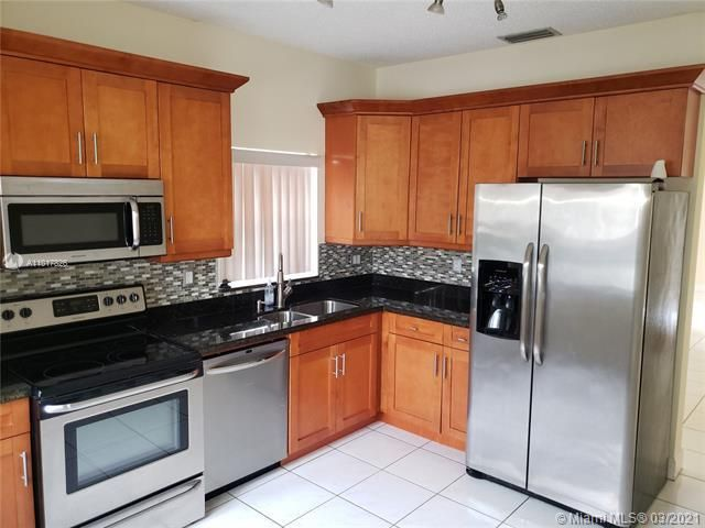 Silver Lakes At Pembroke for Sale - 17343 NW 6TH CT, Unit 17343, Pembroke Pines 33029, photo 4 of 28
