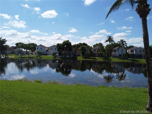 Silver Lakes At Pembroke for Sale - 551 SW 181st Ave, Pembroke Pines 33029, photo 17 of 80