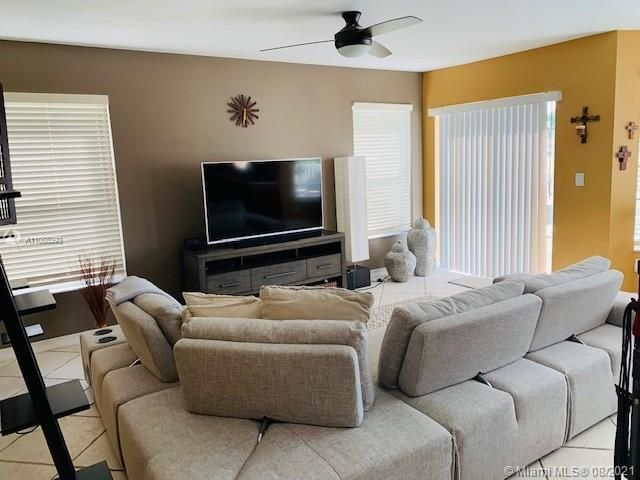 Silver Lakes At Pembroke for Sale - 551 SW 181st Ave, Pembroke Pines 33029, photo 44 of 80