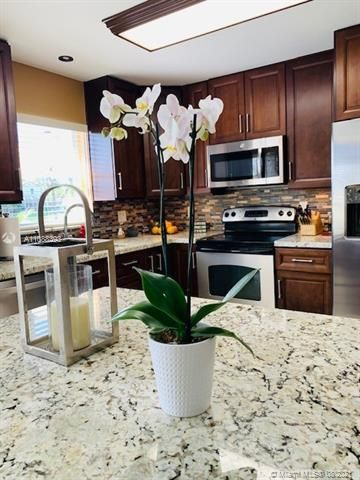Silver Lakes At Pembroke for Sale - 551 SW 181st Ave, Pembroke Pines 33029, photo 47 of 80