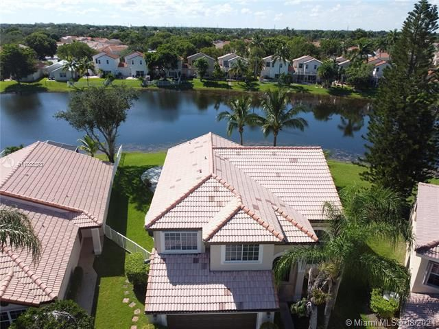 Silver Lakes At Pembroke for Sale - 551 SW 181st Ave, Pembroke Pines 33029, photo 9 of 80