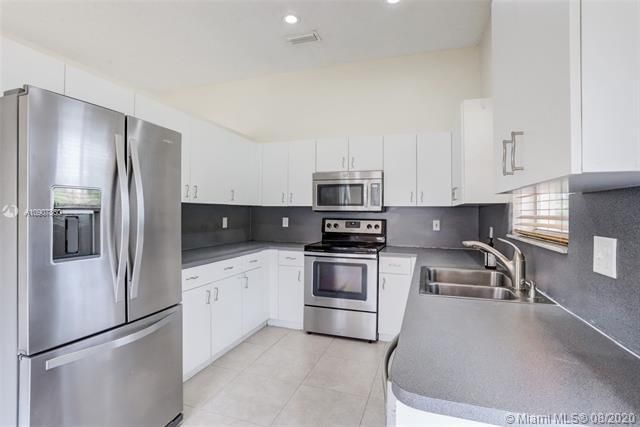 Silver Lakes At Pembroke for Sale - 18391 NW 8th St, Pembroke Pines 33029, photo 10 of 43