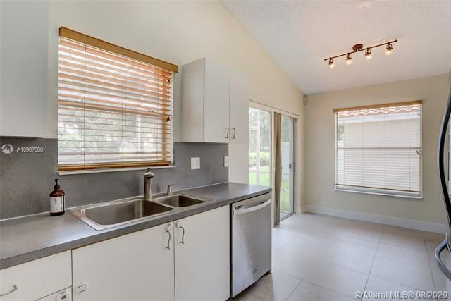 Silver Lakes At Pembroke for Sale - 18391 NW 8th St, Pembroke Pines 33029, photo 11 of 43