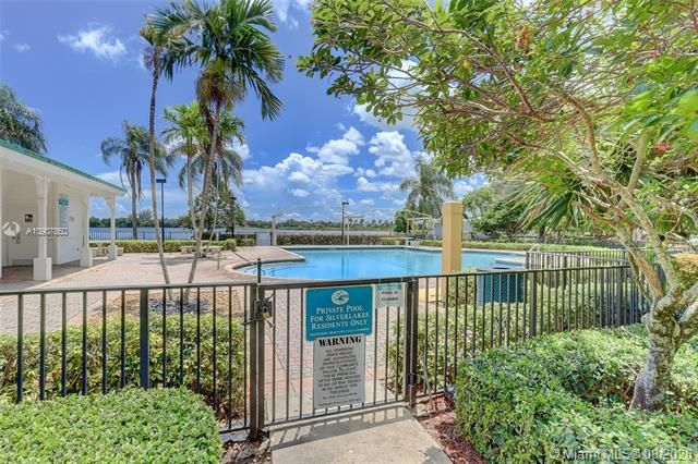 Silver Lakes At Pembroke for Sale - 18391 NW 8th St, Pembroke Pines 33029, photo 28 of 43