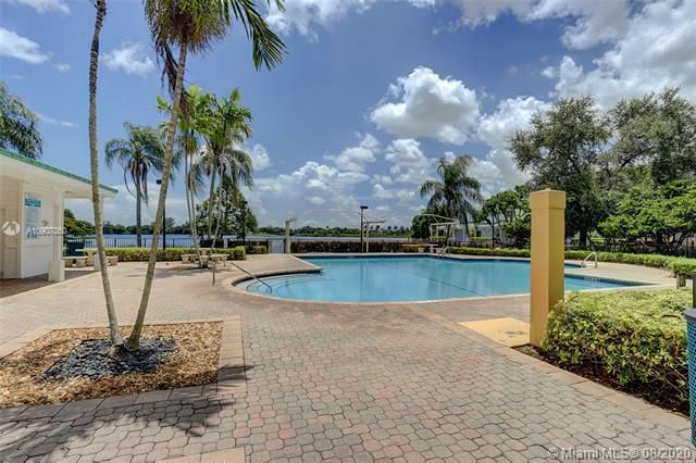 Silver Lakes At Pembroke for Sale - 18391 NW 8th St, Pembroke Pines 33029, photo 29 of 43