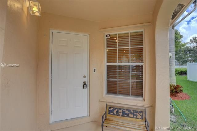 Silver Lakes At Pembroke for Sale - 18391 NW 8th St, Pembroke Pines 33029, photo 4 of 43