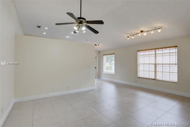 Silver Lakes At Pembroke for Sale - 18391 NW 8th St, Pembroke Pines 33029, photo 5 of 43